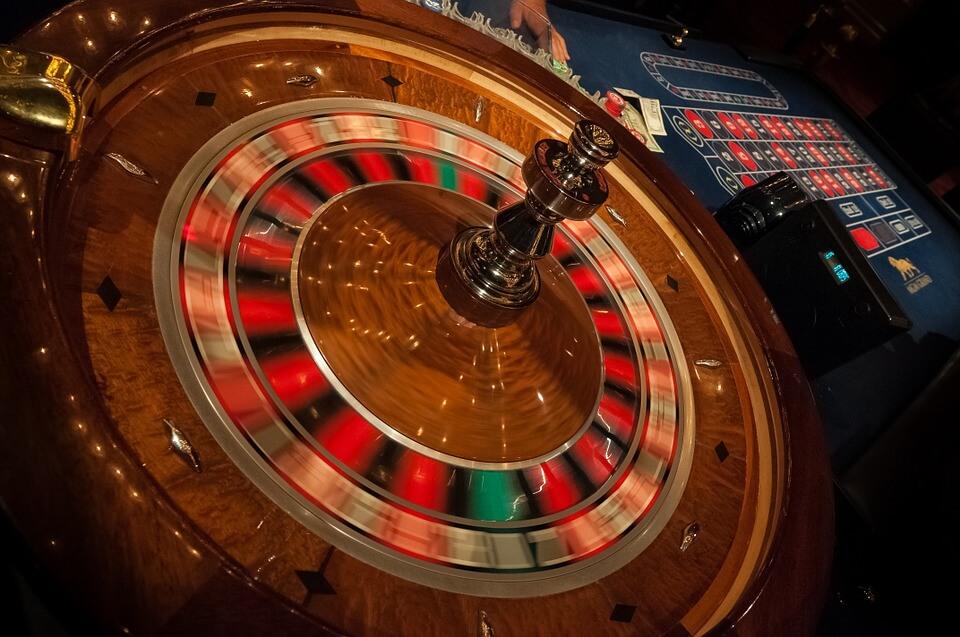 mesa de ruleta con apuestas de dinero real